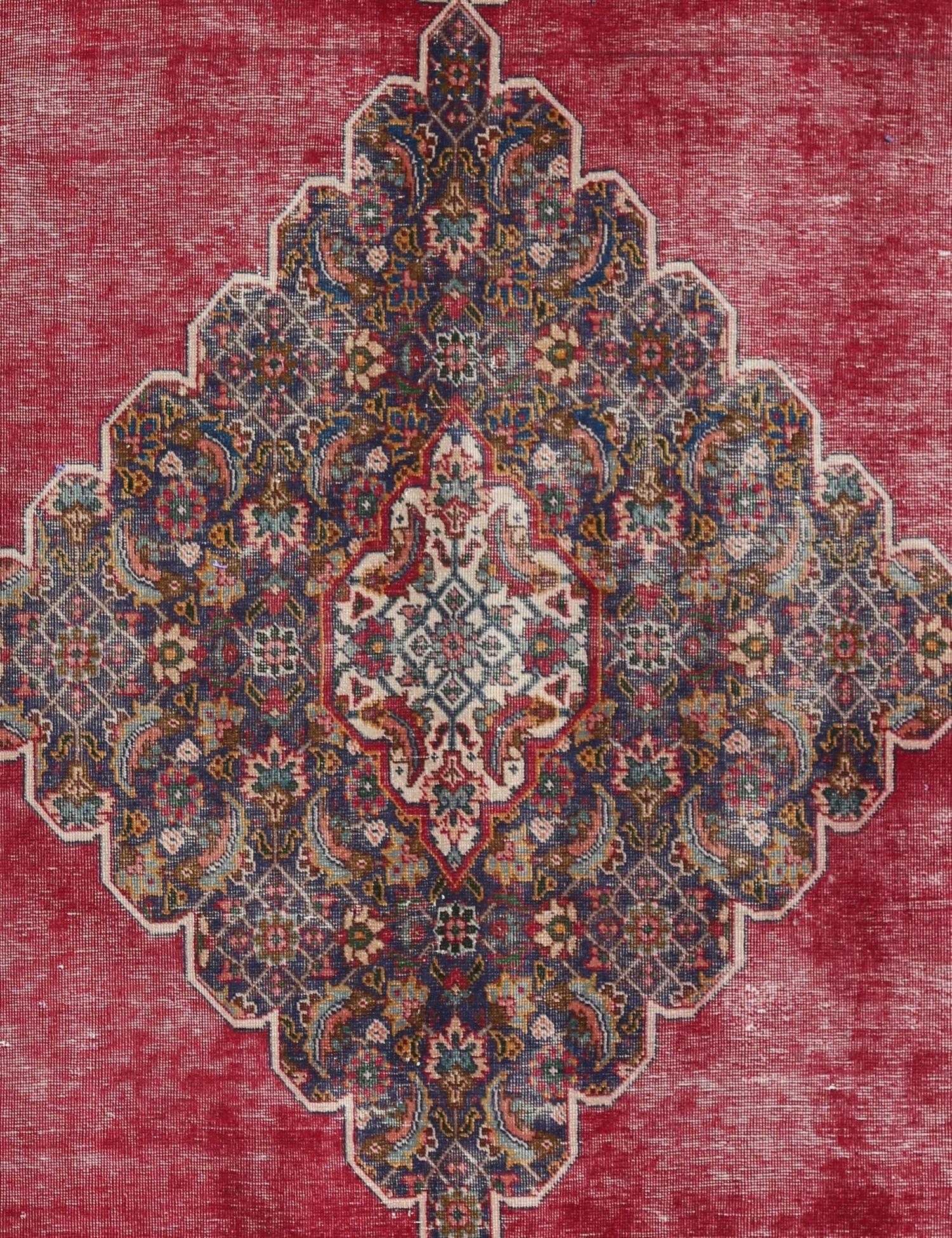 Retro  rosso <br/>256 x 190 cm