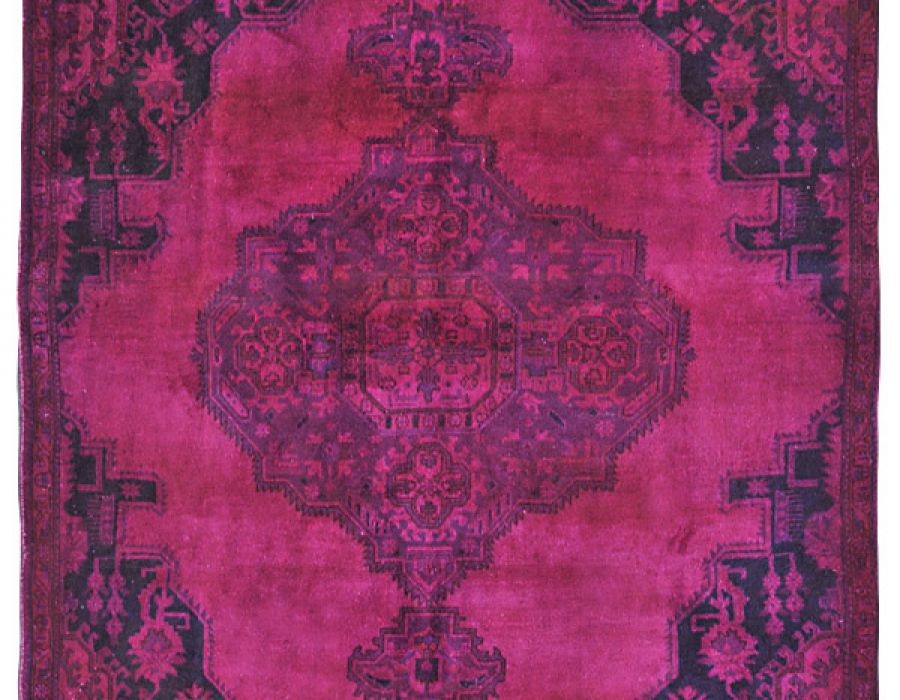Tappeti persiani vintage tinti per boutique hotel