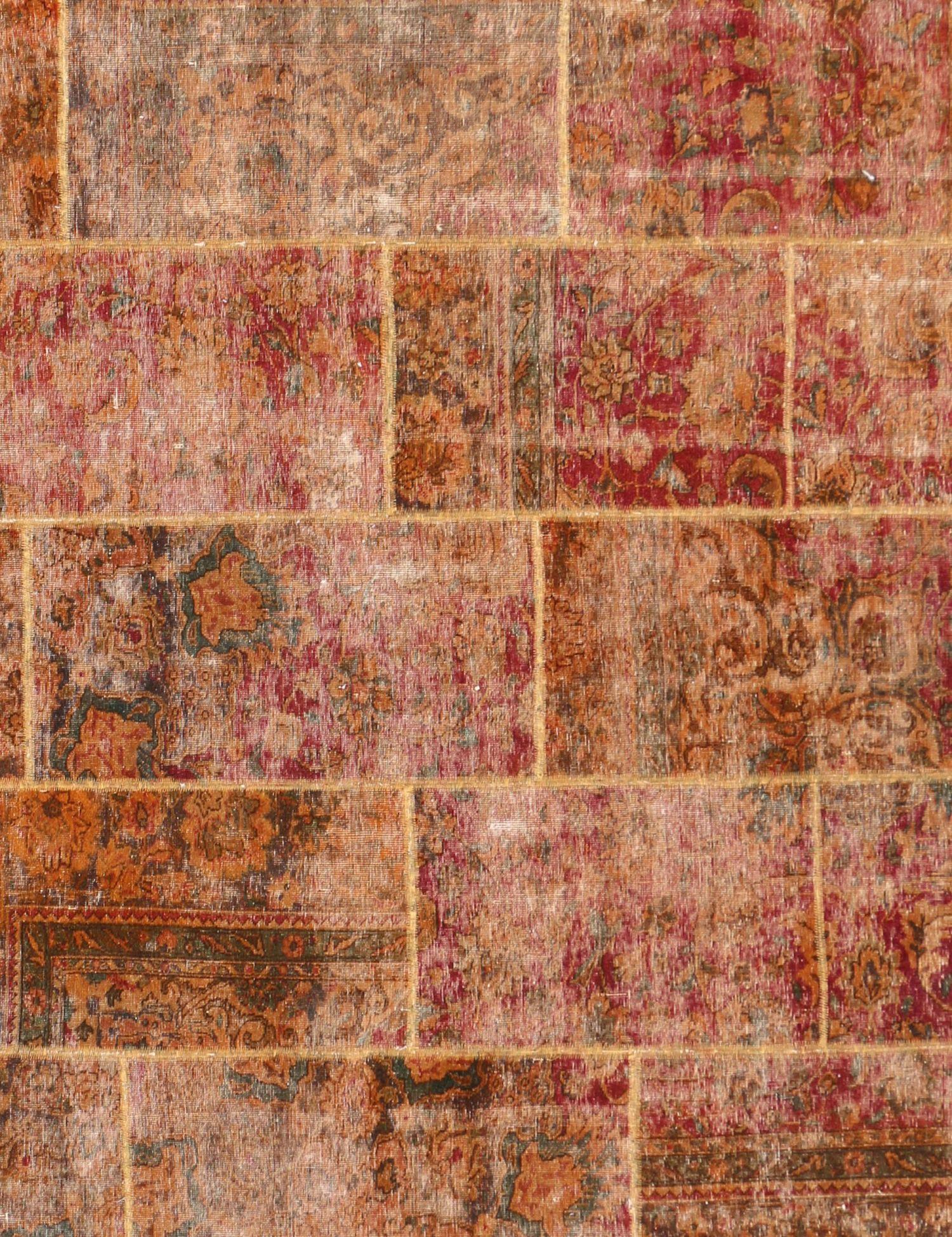 Persischer patchwork Teppich  rot <br/>247 x 238 cm